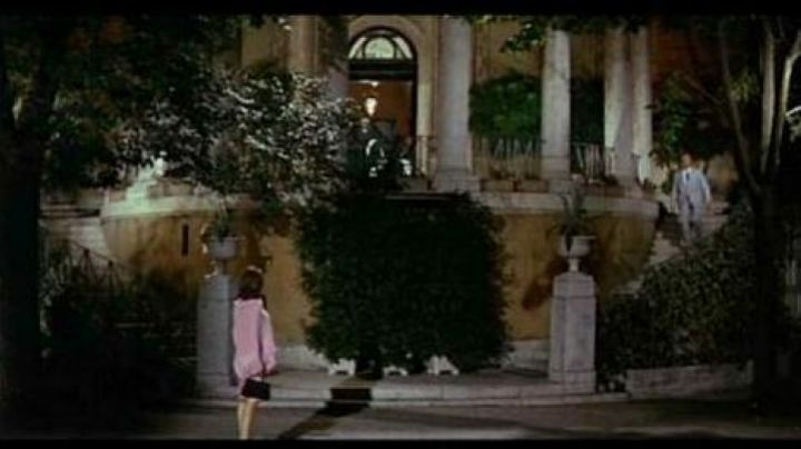 The Casina Valadier in the Borghese gardens in Rome in The Corniaud - Movie Outfits and Products