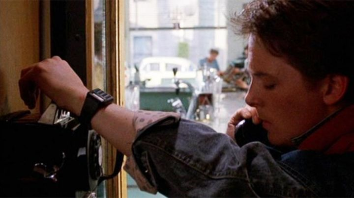 The Casio edifice men's watch Marty McFly (Michael J. Fox) in Back to the future - Movie Outfits and Products