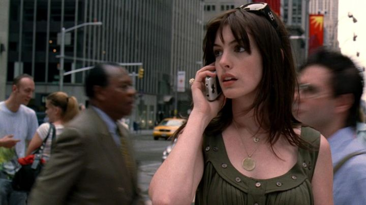 The Chanel sunglasses of Andrea Sachs (Anne Hathaway) in The devil wears Prada - Movie Outfits and Products