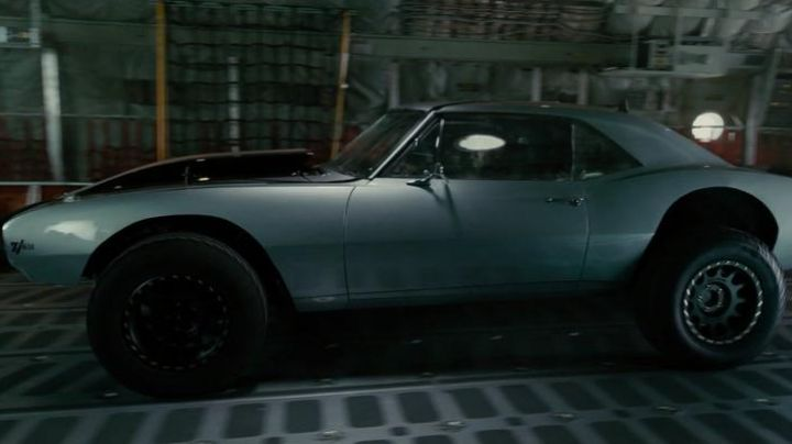 The Chevrolet Camaro of Roman Pierce (Tyrese Gibson) in Fast & Furious 7 movie