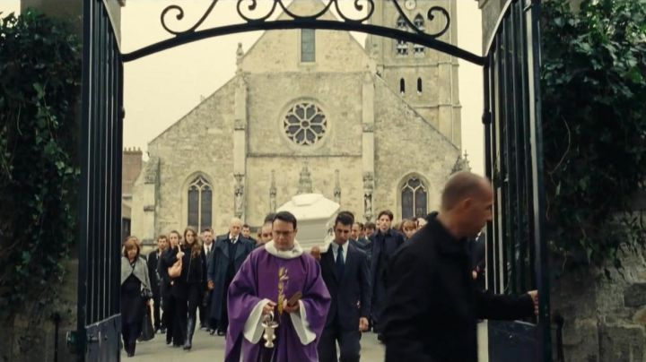 The Church Saint-Martin of Ermenonville in the movie A new friend - Movie Outfits and Products