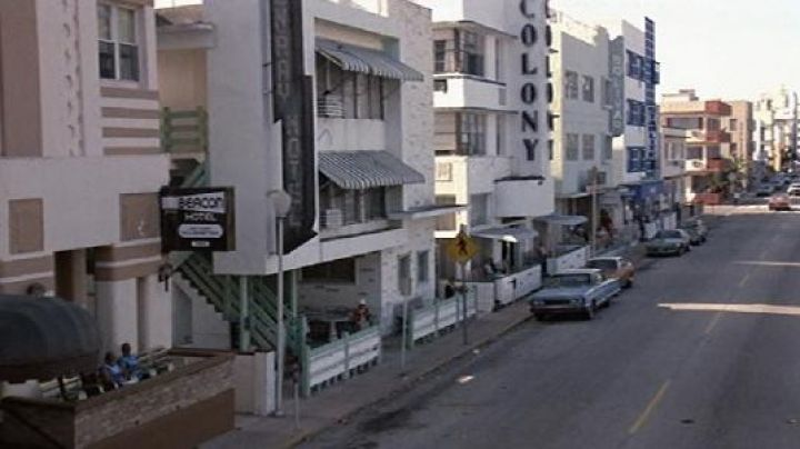 The Colony Hotel Miami Beach overview in Scarface - Movie Outfits and Products