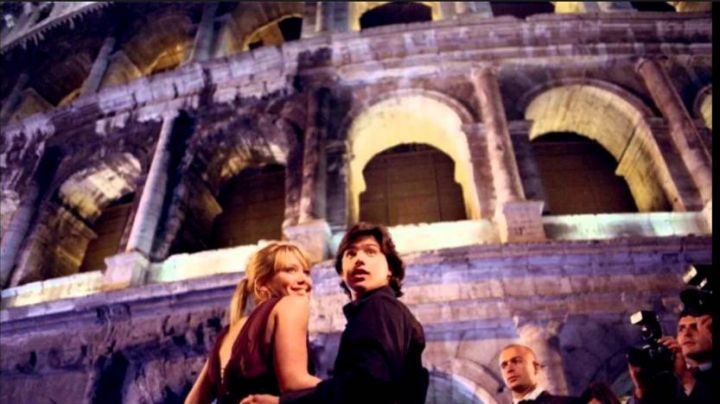 The Colosseum in the Lizzie McGuire movie (Hilary Duff) - Movie Outfits and Products