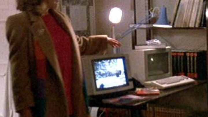 The Commodore 64C of Brad (Keith Coogan) in Night of madness - Movie Outfits and Products