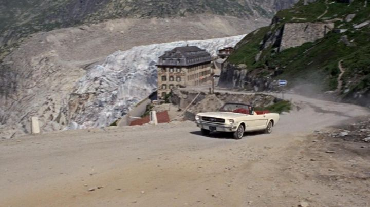 The Convertible Ford Mustang of Sean Connery in Goldfinger - Movie Outfits and Products