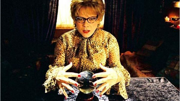 Fashion Trends 2021: The Crystal ball of madame Irma (Didier Bourdon) in the film Madame Irma