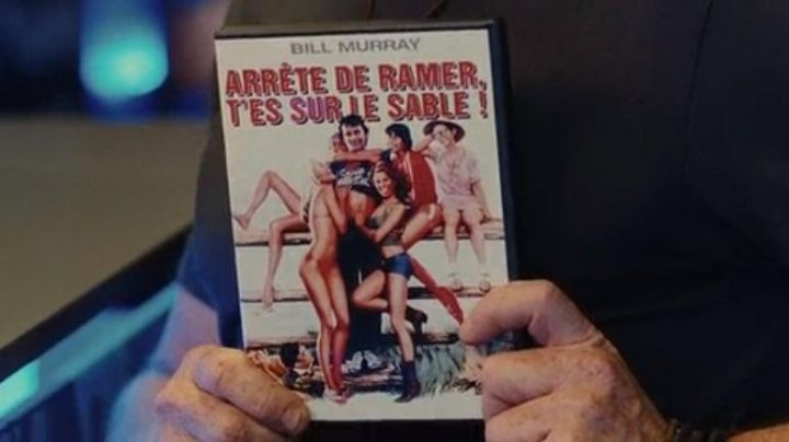 The DVD will Stop rowing you're on the sand seen in the film A happy event - Movie Outfits and Products