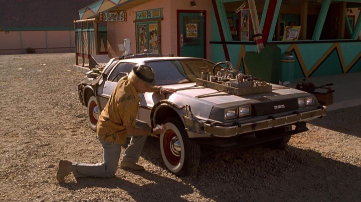 Fashion Trends 2021: The DeLorean DMC-12 Doc and Marty McFly in Back to the future 3