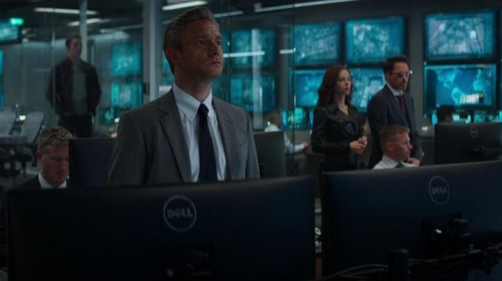 The Dell monitor in Captain America : Civil War - Movie Outfits and Products