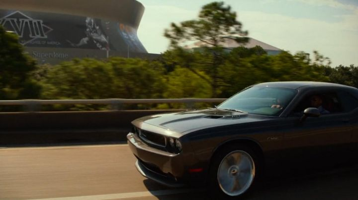 The Dodge Challenger of Will Smith in Diversion - Movie Outfits and Products