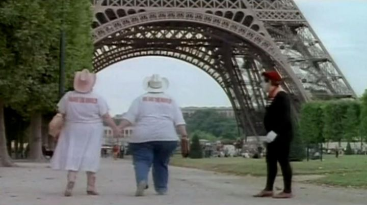 The Eiffel Tower in Paris, I love you - Movie Outfits and Products