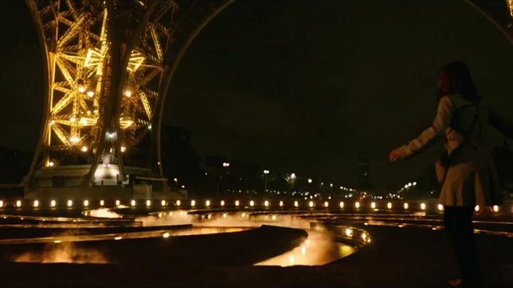 The Eiffel Tower, in the pursuit of tomorrow (Britt Robertson, George Clooney) - Movie Outfits and Products