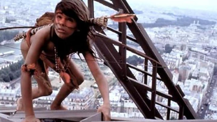 The Eiffel Tower is visited by Mimi-Siku (Ludwig Briand) in An Indian in the city - Movie Outfits and Products