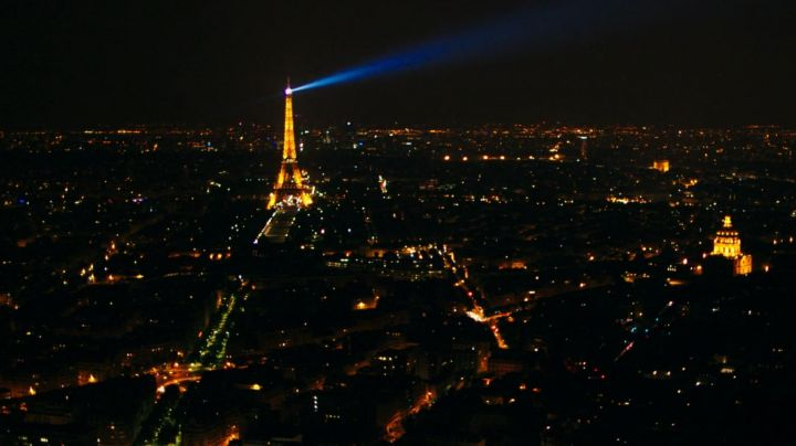 The Eiffel Tower of Paris in Fifty shades lighter - Movie Outfits and Products