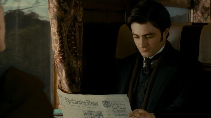 The Evening News (journal) Arthur Kipps (Daniel Radcliffe) in The lady in black movie