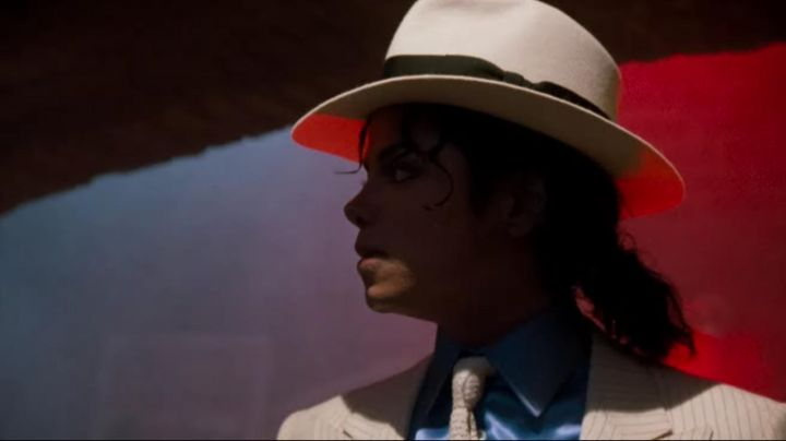 The Fedora hat white by Michael Jackson on the title Smooth Criminal in Moonwalker
