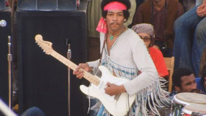 The Fender Stratocaster white Jimi Hendrix in 1969 : Live at Woodstock - Movie Outfits and Products