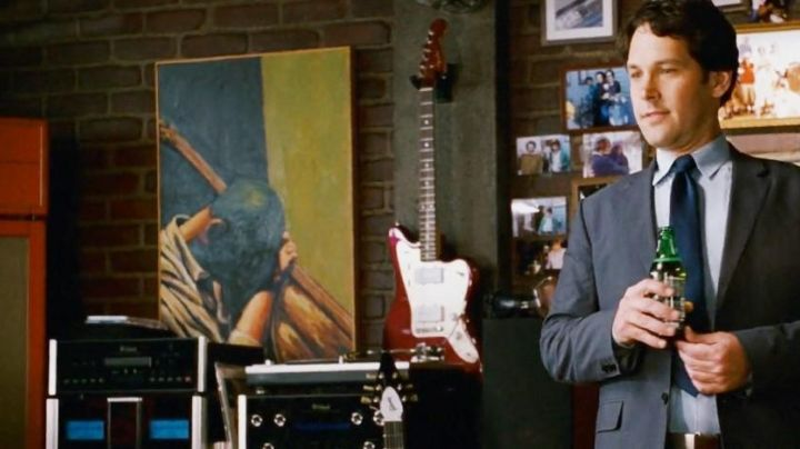 The Fender guitar in I Love You Man - Movie Outfits and Products