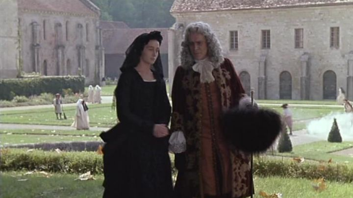 The Fontenay Abbey in Marmagne in Cyrano de Bergerac - Movie Outfits and Products