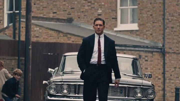 The Ford Galaxie 500 in Legend - Movie Outfits and Products