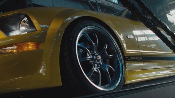 The Ford Mustang GT a driver of the race in Fast & the Furious 4 - Movie Outfits and Products