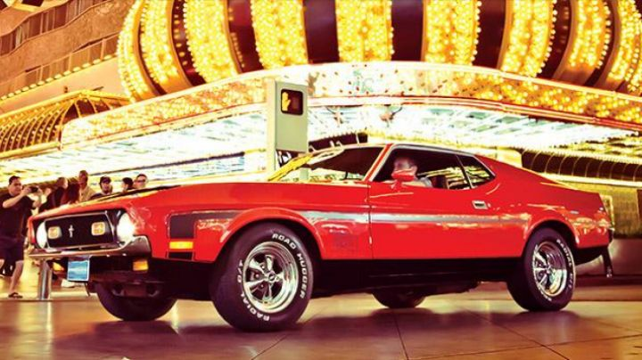 The Ford Mustang Mach 1 of James Bond in Diamonds Are Forever - Movie Outfits and Products