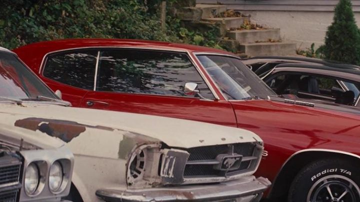 The Ford Mustang broken in Jack Reacher - Movie Outfits and Products