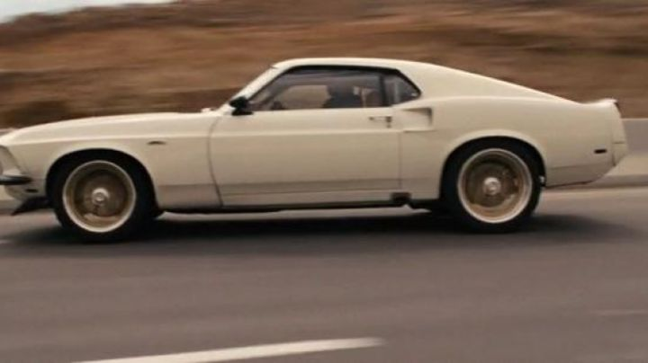 The Ford Mustang of Roman Pierce (Tyrese Gibson) in Fast & Furious 6 - Movie Outfits and Products