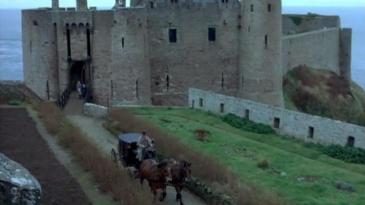 The Fort la Latte in Plévenon in An old mistress - Movie Outfits and Products