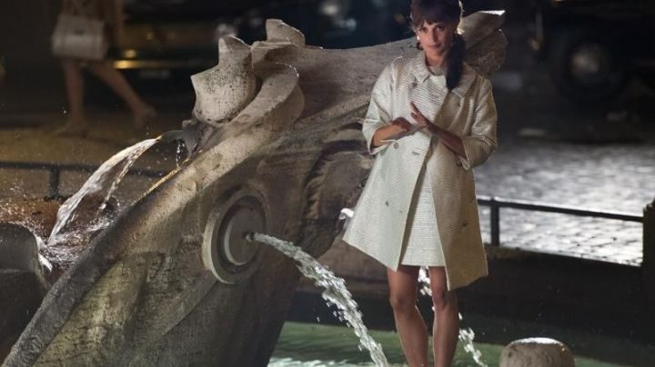The Fountain Barcaccia, Piazza di Spagna, in Rome, very special Agents, Code UNCLE (Alicia Vikander) - Movie Outfits and Products
