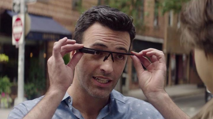 The Google Glass Brett (Reid Scott) in Dean - Movie Outfits and Products