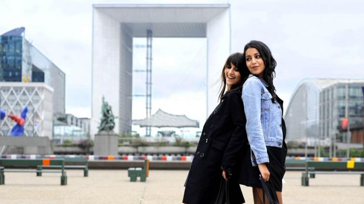 The Grande Arche de la Défense in All that glitters (Géraldine Nakache and Leïla Bekhti) - Movie Outfits and Products