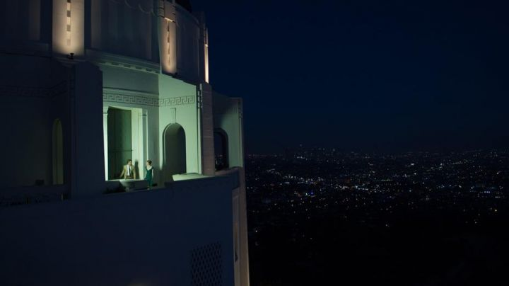 The Griffith observatory in Los Angeles visited by Mia (Emma Stone) and Sebastian (Ryan Gosling) in the The Land - Movie Outfits and Products