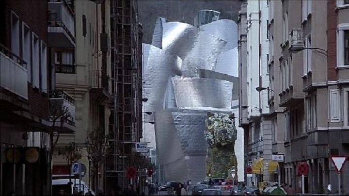 The Guggenheim Museum at Bilbao in The world is not enough - Movie Outfits and Products