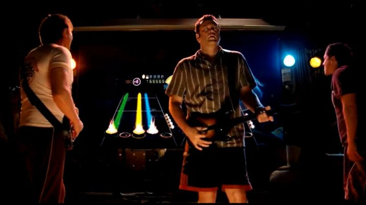 The Guitar Hero of Dave (Vince Vaughn) in Therapy of Couples - Movie Outfits and Products