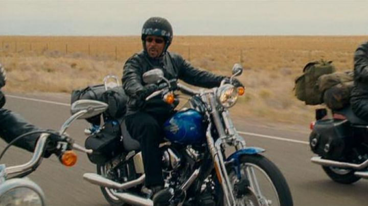 The Harley-Davidson FXSTS Softail Springer of Bobby (Martin Lawrence) in Wild Hogs - Movie Outfits and Products