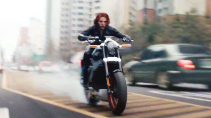 The Harley Davidson of Scarlett Johansson in Avengers : Age of Ultron - Movie Outfits and Products