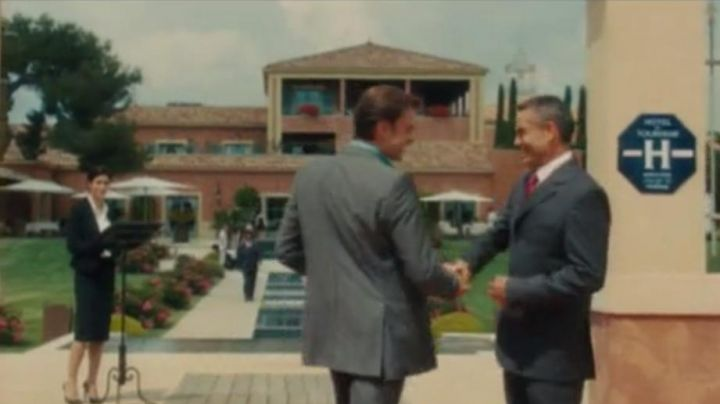 The Hotel Le Castellet in The Holy Victory (Clovis Cornillac) - Movie Outfits and Products