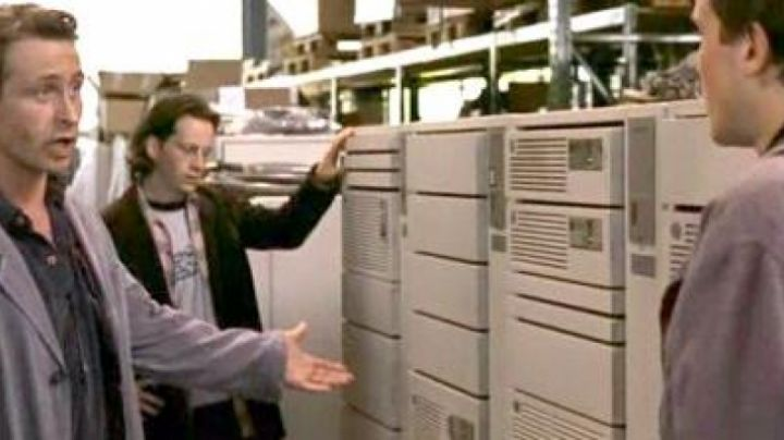 The IBM AS/​400 B-Series in 23: Nichts ist so wie es scheint - Movie Outfits and Products