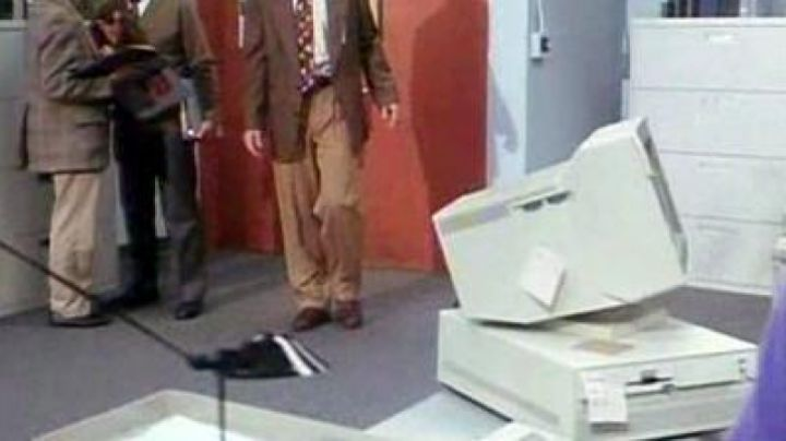 The IBM PC PS/2 in 12:01 - Movie Outfits and Products