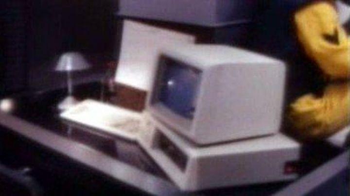 The IBM PC XT in Zui hou yi zhan - Movie Outfits and Products