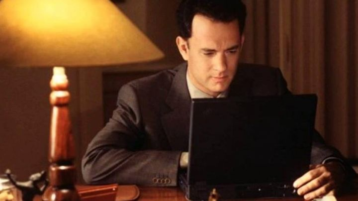 The IBM ThinkPad 300 to Joe Fox (Tom Hanks) in You've got a message - Movie Outfits and Products