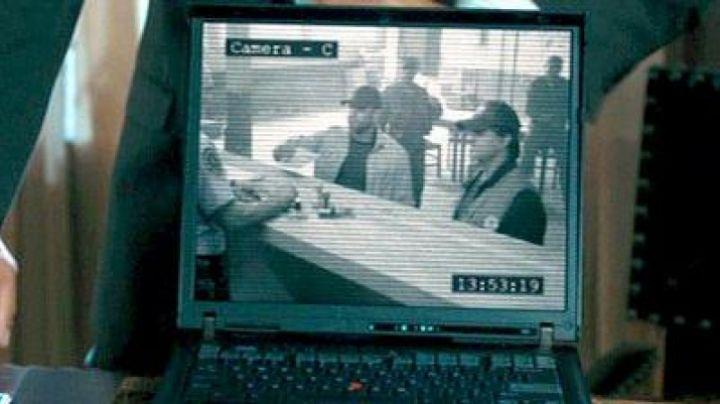 The IBM Thinkpad R50 agent of the CIA in the Expendables - Movie Outfits and Products