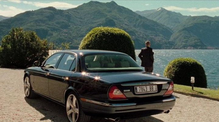 The Jaguar XJ8 of Jesper Christensen in Casino Royale - Movie Outfits and Products