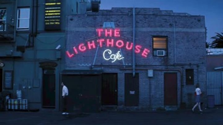 "The Jazz club ""The Lighthouse Café"" in Hermosa Beach in Los Angeles frequented by Mia (Emma Stone) and Sebastian (Ryan Gosling) in the The Land - Movie Outfits and Products"