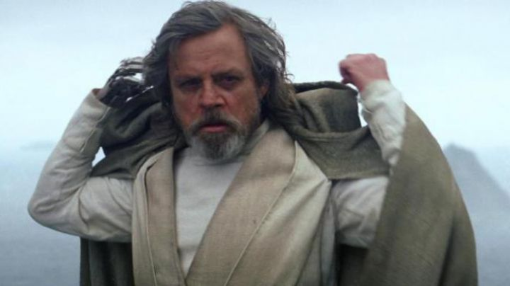 The Jedi robe Luke Skywalker (Mark Hamill) in Star Wars VII : The awakening of the Force - Movie Outfits and Products