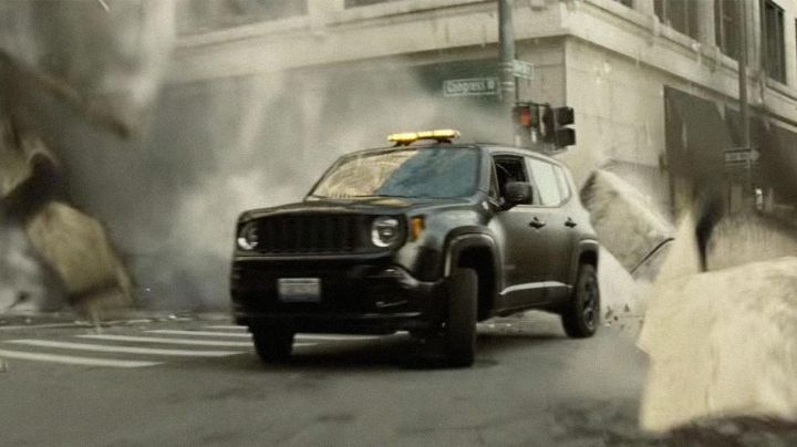 The Jeep Renegade of Bruce Wayne (Ben Affleck) in the Batman v Superman : Dawn of Justice movie
