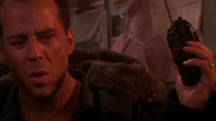 The Kenwood TH-45AT Transceiver used by John McClane (Bruce Willis) in Die Hard 2 : 58 minutes to live Movie