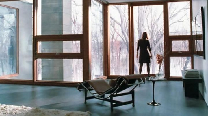 The LC4 chaise longue by Catherine (Julianne Moore) in Chloe - Movie Outfits and Products