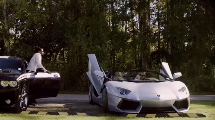 The Lamborghini Aventador Roadster of Ryan Reynolds in Self/​less - Movie Outfits and Products